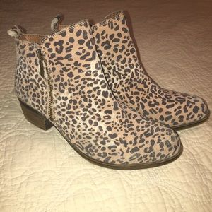 Lucky Brand ladies leopard booties size 6
